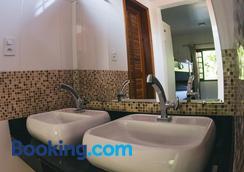 Hostel Refugio - Vila do Abraao - Ванная