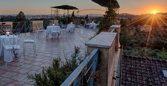 Villa Scacciapensieri Boutique Hotel - Siena - Hàng hiên