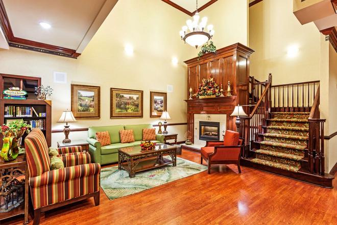 Country Inn & Suites by Radisson, Hinesville, GA - Хайнсвилль - Гостиная