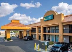 Quality Inn & Suites - Warner Robins - Edifício