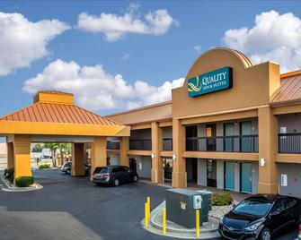 Quality Inn & Suites - Warner Robins - Gebäude