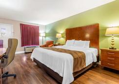Quality Inn & Suites - Warner Robins - Schlafzimmer