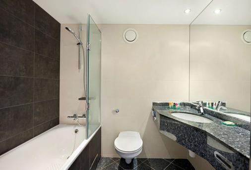 Hyatt Place London Heathrow Airport - West Drayton - Bathroom