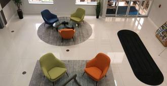 hom hotel + suites, Trademark Collection by Wyndham - Gainesville - Resepsjon
