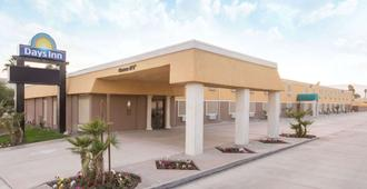 Days Inn by Wyndham Indio - Indio - Building