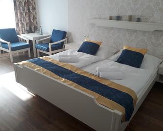 Hotel Restaurant Lamm - Bad Teinach-Zavelstein - Спальня