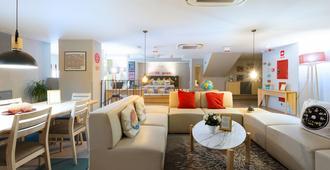 Yeah Barcelona Hostel - Barcelona - Living room