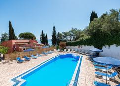 Fouxia Apartments And Studios - Perama - Pool