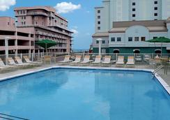 La Quinta Inn & Suites by Wyndham Ocean City - Ocean City - Πισίνα