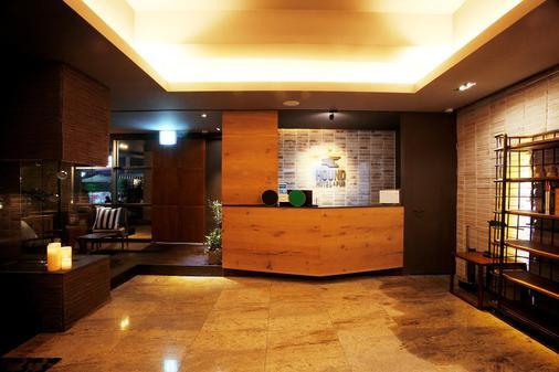 西面獵犬酒店 - 釜山 - 櫃檯