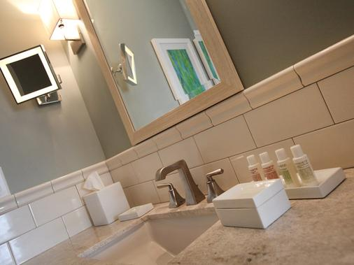 The Reeds at Shelter Haven - Stone Harbor - Bathroom