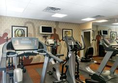 Hawthorn Suites by Wyndham Kingsland - Kingsland - Gym