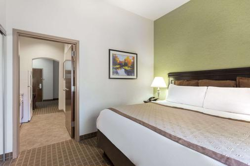 Hawthorn Suites by Wyndham Kingsland - Кингсленд - Спальня