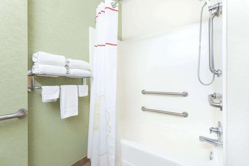 Hawthorn Suites by Wyndham Kingsland - Kingsland - Phòng tắm