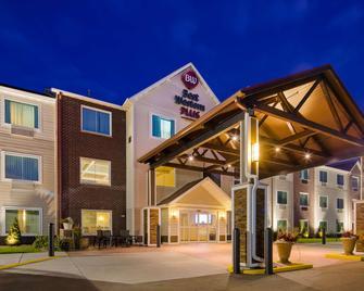 Best Western Plus Menomonie Inn & Suites - Menomonie - Gebäude