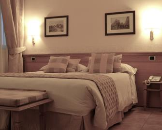 Hotel Seccy - Fiumicino - Bedroom