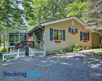 Lakefront Milford Home with Pvt Dock and Hot Tub! - Milford
