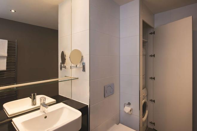 Adina Apartment Hotel Berlin Checkpoint Charlie - Berlim - Banheiro