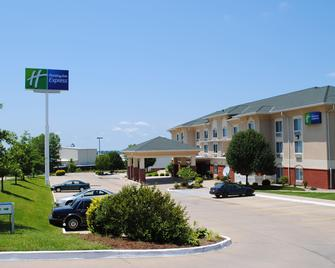 Holiday Inn Express Boonville - Boonville - Building