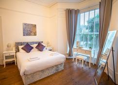 The White House - Swansea - Bedroom