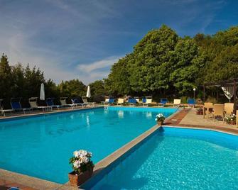 Pausania Inn - Tempio Pausania - Bazén