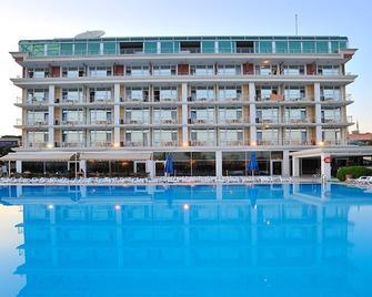 Pelikan Otel - Büyükçekmece