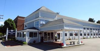 Seacoast Inn - Hyannis - Building