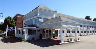 Seacoast Inn - היאניס
