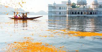 Taj Lake Palace - אודאיפור