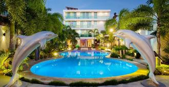 Hotel & Suites Country - Valladolid - Pool