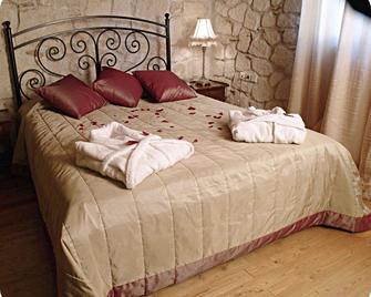 Petrino Suites Hotel - Afytos - Slaapkamer