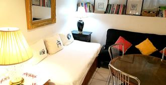 Apartment With 2 Bedrooms In Bronx, With Enclosed Garden And Wifi - 15 Km From The Beach - Bronx - Bedroom