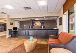 Red Lion Inn & Suites Branson - Branson - Lobby