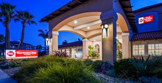Best Western PLUS Capitola By-the-Sea Inn & Suites - Capitola - Building