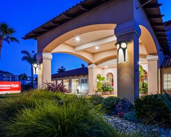 Best Western PLUS Capitola By-the-Sea Inn & Suites - Capitola - Gebäude