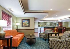 Comfort Inn & Suites - Hutchinson - Lobby