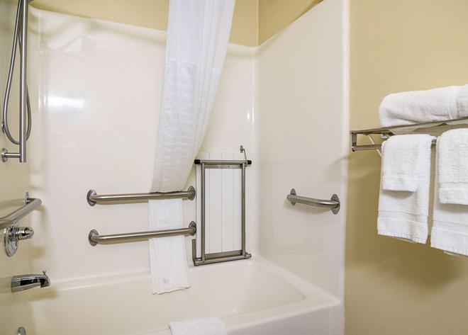 Comfort Inn & Suites - Hutchinson - Salle de bain