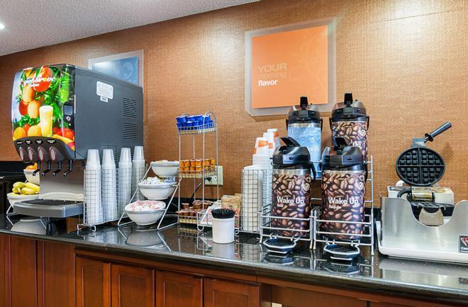 Comfort Inn & Suites - Hutchinson - Buffet