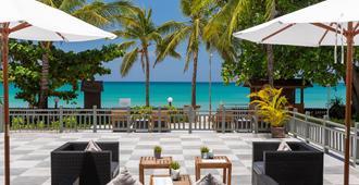 Kamala Beach Resort, A Sunprime Resort - SHA Plus - Kamala - Patio