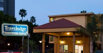 Travelodge by Wyndham Long Beach Convention Center - Long Beach - Edificio