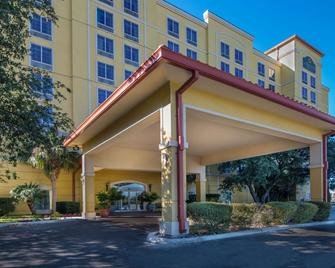 La Quinta Inn & Suites by Wyndham San Antonio Medical Ctr NW - San Antonio - Building