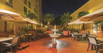 La Quinta Inn & Suites by Wyndham San Antonio Medical Ctr NW - סן אנטוניו - פטיו