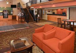 AmericInn by Wyndham Fergus Falls Conference Center - Fergus Falls - Lobby