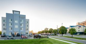 Towneplace Suites Kansas City Airport - Kansas City - Building
