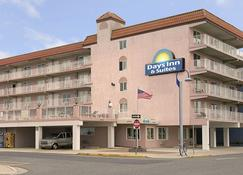Days Inn & Suites by Wyndham Wildwood - Wildwood - Rakennus