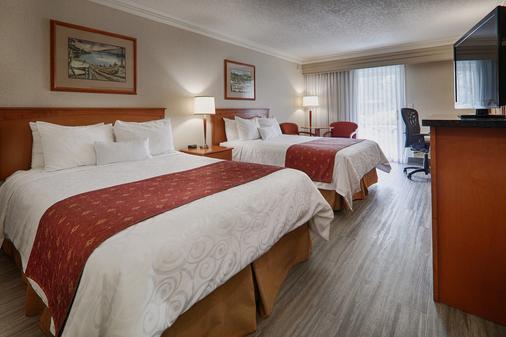 Best Western Plus Kelowna Hotel & Suites - Kelowna - Bedroom