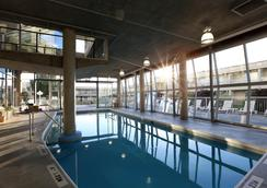 Best Western Plus Kelowna Hotel & Suites - Kelowna - Pool