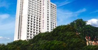 Garden Palace Hotel Surabaya - סוראבאיה - בניין