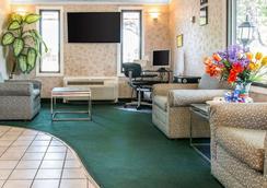 Rodeway Inn - Madison Heights - Lobby