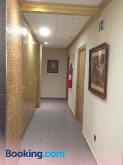 Hostal Bisbal - Valencia - Hallway